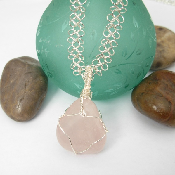 rosequartz pendant necklace